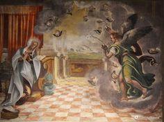 Troviamo la spiegazione dell'affresco nel Vangelo secondo Luca: un angelo apparve a Maria e le annuncia che sarebbe diventata Madre di Gesù, il Salvatore.