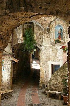 bonitavista:  Liguria, Italy photo via sherrie