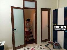 cửa đi mở quay 1 cánh cửa thông phòng ngủ, phòng WC, xem mẫu và màu tại đây