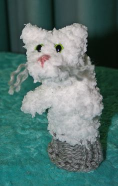 Loom knitting toddler puppet.  This little kitty is knitted on a 12 peg round loom and it's just the right size for little hands.