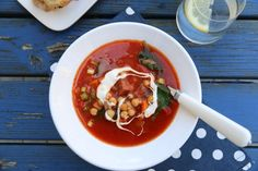 Smakfull suppe med chorizo, kikerter og spinat Chorizo, Thai Red Curry, Chili, Menu, Dinner, Ethnic Recipes, Soups, Spinach, Red Peppers