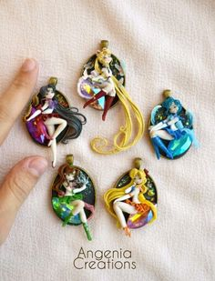 new pendants dedicated to sailor moon, these are for a comic convention, it will fulfill other to sell online, you like? new sailor moon pendants Sailor Moon Crafts, Sailor Moon Art, Sailor Jupiter, Sailor Venus, Sailor Mars, Sailor Moon Jewelry, Diy Fimo, Polymer Clay Crafts, Sailor Moon Crystal