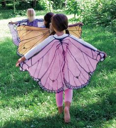 diy butterfly wings (sheer fabric and permanent marker) Sewing For Kids, Diy For Kids, Cool Kids, Craft Kids, Fabric Butterfly, Butterfly Party, Butterfly Wings Costume, Butterfly Birthday, Butterfly Kids
