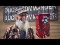 Watch how Uncle Si packs a shoebox gift! #shoeboxsi #DuckDynasty