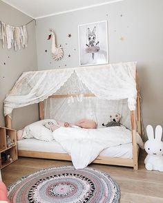 [ e m p t y b e d ] denn die Maus schläft lieber bei der Mama im großen Bett bei wem ist es auch noch so? Bitte einmal melden schlaft gut, ihr Lieben ✨❤️ _________________________________ #lebenmitkindern #instamamagang #interiorstyle #kinderzimmer #kinderkamer #girlsroom #momof3 #nursery #kidsroom #sharemystyle #interiorstyle #kidsdesign #walldecor #decorate #barnrum #kidsperation #kidsstyle #instahome #ig_deutschland #kidsdecor #kidsinterior #lifewithkids #momlife #momlifeisth...