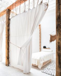 Uncluttered and ethnic atmosphere in this Boho Chic Spa in Los Angeles – Seen on Intagram The NOW Massage – Little Lily Interiors - Decoration For Home Spa Design, The Now Massage, Deco Spa, Cortinas Boho, Deco Boheme Chic, Boho Chic, Esthetics Room, Spa Treatment Room, Wellness Studio