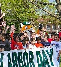 Arbor Day Celebration ideas: Raise the flag, hold a poster contest, or a poetry contest. Sponsor a children's pageant or play or strike up the band. Make Arbor Day fun. Make it memorable. Poetry Contests, Girl Scout Camping, Arbour Day, International Day, April Fools Day, Earth Day, Art Activities, Guide Book, Girl Scouts