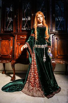 haute couture fashion Archives - Best Fashion Tips Medieval Gown, Medieval Costume, Renaissance Clothing, Medieval Fashion, Medieval Outfits, Historical Costume, Historical Clothing, Fantasy Gowns, Period Costumes