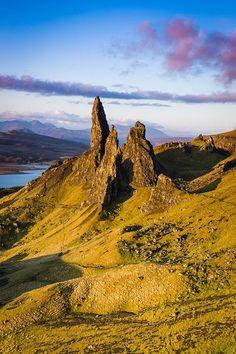 ✯ Old Man of Storr Pinnacle - Island of Skye, Scotland