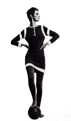 Grace Coddington modelling 'The Footer' mini-dress in bonded wool jersey by Mary Quant's Ginger Group Image scanned by Sweet Jane from A History of Fashion in The Century by Gertrud Lehnert. Mary Quant, Sixties Fashion, Mod Fashion, Fashion Models, Vintage Fashion, Vintage Outfits, Vintage Dresses, Mod Outfits, Moda Retro