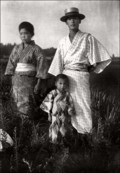 """Japanese Family 1920s    Large photograph on baryta paper. Probably by a german photographer since there is a caption in german language on the reverse """"Japanische Familie""""."""