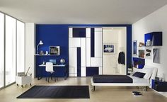 El azul es uno de esos colores placenteros, relajantes y estimulantes para lucir un aspecto moderno, sofisticado y juvenil. Aunque las tonalidades del azul pueden resultar un poco nostálgico, siempre tenemos el color blanco para contrarrestar cualquier límite.