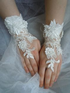Bridal Lace Flower Gloves wedding gloves ivory by PRIVATEBRIDES