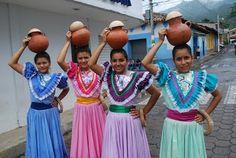 Me gusta la ropa en Honduras. Viajé Honduras y vi la personas con tradacional ropa.