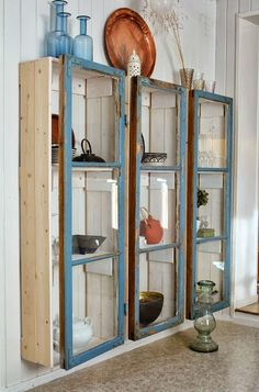 love these cabinets made from old windows, very simple and shabby chic (website . - love these cabinets made from old windows, very simple and shabby chic (website … - Baños Shabby Chic, Cocina Shabby Chic, Shabby Chic Kitchen, Shabby Chic Homes, Repurposed Furniture, Shabby Chic Furniture, Vintage Furniture, French Furniture, Furniture Projects
