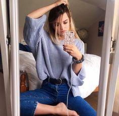 mirror selfie big jumper skinny jeans