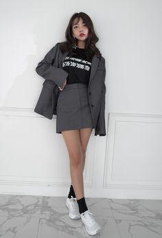 Korean fashion summer street styles, makeup korean style, korean casual out Korean Fashion Winter, Korean Fashion Trends, Korean Street Fashion, Korea Fashion, Asian Fashion, Look Fashion, Daily Fashion, Girl Fashion, Fashion Design