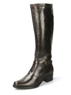 Stivali in pelle con cinturino alla caviglia moro. La scelta giusta per uno look casual.