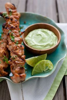 Chipotle Chicken Kabobs with Avocado Cream Sauce - my mouth waters just thinking about these. The sweetly-smokey chipotle chicken is balanced perfectly by the creamy avocado dip. Healthy Recipes, Mexican Food Recipes, Cooking Recipes, Cooking Tips, Easy Recipes, Avocado Cream Sauces, Avocado Dip, Avacado Sauce, Avocado Crema