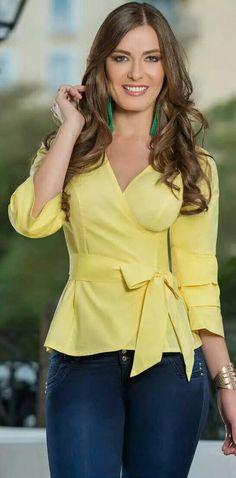 Curvy Girl Fashion, Look Fashion, Skirt Fashion, Hijab Fashion, Fashion Dresses, Womens Fashion, Classy Dress, Classy Outfits, Blouse Styles