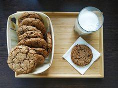 Cookies au sarrasin et chocolat noir – les jolies framboises Cookie Caramel, Un Cake, Cookies Et Biscuits, Gluten, Desserts, Chocolate Chip Bread, Raisin, Raspberries, Dessert