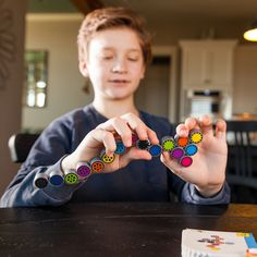 Coggy and thousands more of the very best toys at Fat Brain Toys. Moving from one challenge card to the next, it's up to you to fold this connected collection of sixteen colorful gears into the perfect positions that match each image. Two ways to play - Colors or black and white - launch you into a higher gear of thinking!