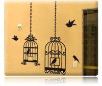Adesivo Decorativo de Parede com 2 lindas gaiolas estilizadas com as portinhas abertas. Além de diversos pássaros separados que você poderá montar sua composição como desejar. Linda decoração de gaiolas para sua sala, quarto, hall de entrada ou jardim de