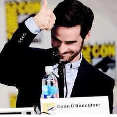 Colin O'donoghue being awesome at the comic con panel. This is my theory of this photo: Fan asks: 'Colin, do you think that all people fangirls on you because you are extremely hot?' Colin's answer is on the photo. #sdcc #ouat #onceuponatime