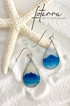 Remember your visit to Kailua's Twin Islands with these delicate earrings that brighten up any look. Ocean Jewelry, Summer Jewelry, Beach Jewelry, Photo Jewelry, Jewelry Show, Resin Jewelry, Jewelry Art, Jewelry Gifts, Jewelry Ideas