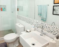 Reforma no banheiro pequeno atualizou acabamentos - Casa [Com vídeo e planta baixa]