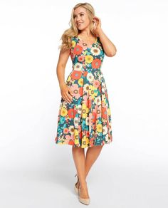Floral spring dress for women with bright flowers in a retro style Fall Skirts, Spring Dresses, Day Dresses, Social Dresses, Rose Clothing, Girls In Mini Skirts, Dress Clothes For Women, Elegant Woman, Fit Flare Dress