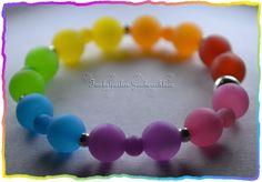 Ihre Kinder mögen es bunt? Am Liebsten in allen Farben des Regenbogens? Dann ist dieses Armband ein Muss für Ihren kleinen Liebling :) .    Es wurd...