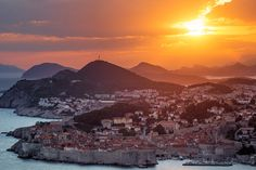 Dubrovnik Sunset image has a public domain license. You can use it for Free and without restrictions even for commercial use Winter Breaks, Location Saisonnière, Sunset Images, Destinations, Europe, Old City, Landscape Photographers, Free Photos, Mount Everest