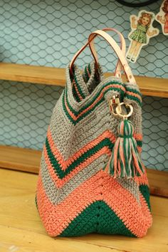 Marvelous Crochet A Shell Stitch Purse Bag Ideas. Wonderful Crochet A Shell Stitch Purse Bag Ideas. Crochet Beach Bags, Crochet Market Bag, Crochet Gifts, Diy Crochet, Crochet Bags, Crochet Clutch, Crochet Handbags, Crochet Purses, Yarn Bag