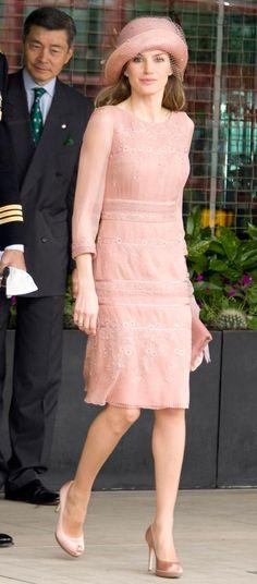 Doña Letizia lució el vestido por primera vez en en la Boda del Príncipe Guillermo de Inglaterra y Catalina Middleton en Abril 2011.
