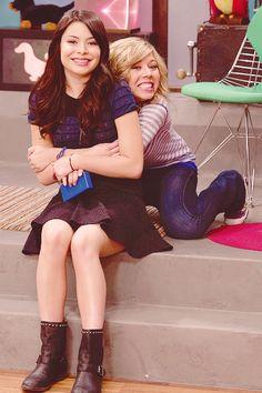 Miranda Cosgrove (Carly Shay) & Jennette McCurdy (Sam Puckett) <3