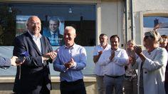 Stéphane Travert, avec son suppléant, Grégory Galbadon, et des militants, devant son QG de campagne de Lessay, dimanche 18 jun, à l'annonce des résultats.