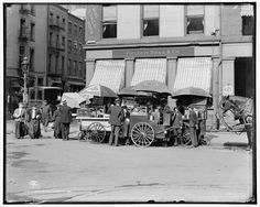 Broad St. lunch carts, New York, N.Y. 1906. Library of Congress.