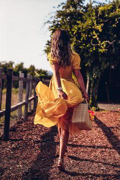 Napa Valley, Favorite Winery wearing Ulla Johnson yellow dress from Net-a-Porter - My MartoKizza Napa Valley, Ideas Para Photoshoot, Photoshoot Vintage, Photography Poses, Fashion Photography, Photography Lighting, Free Photography, Photography Classes, London Photography