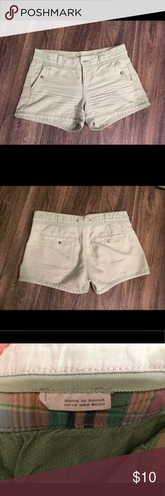 Light green casual 'n' cute shorts Light green, perfect for summer. Gives a bit of color but not too much! Pockets close with single snaps. On me they're a bit tight, so even though the tag says US8, they run small and are more like a 6. Anthropologie Shorts