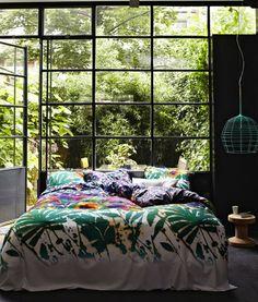 Naturnähe im Schlafzimmer - Bed and Bedcover Dream Bedroom, Home Bedroom, Bedroom Decor, Garden Bedroom, Nature Bedroom, Jungle Bedroom, Bedroom Green, Bedroom Lighting, Deco Design