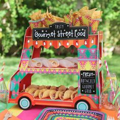 This Mexican Fiesta Food Truck will definitely be a showstopper at your next Mex… - Modern Food Trucks, Food Truck Party, Mexican Fiesta Food, Mexican Party, Mexican Food Recipes, Fiesta Party Decorations, Fiesta Theme Party, Taco Party, Pinata Party