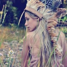 Hippie Style ♥..also native american indian style! Beautiful headdress!