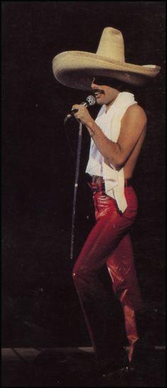 Freddie Mercury (and Queen) in Mexico John Deacon, Beatles, Bryan May, Hard Rock, Musica Pop, Roger Taylor, Queen Band, Queen Queen, Rock Queen