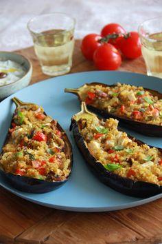 Met bulgur & tomaat gevulde aubergine