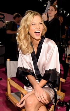 A angel Karlie Kloss para o Victoria's Secret Fashion Show 2014.