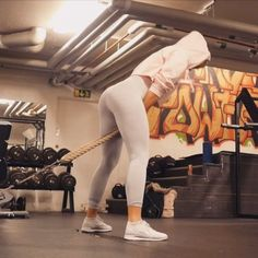 """16.4k Likes, 241 Comments - LINN ✖️ LÖWES (@linnlowes) on Instagram: """"Spend some time warming up and activate your glutes before hitting the heavy weights! I'll promise…"""""""
