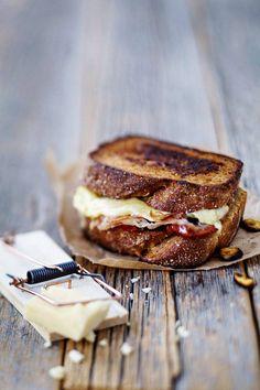 Helppo juustoleipä on hyvä talvipäivän pikkuruoka.