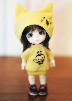 """(put this in the """"Little Pullip/Dal"""" group because the outfit is actually made for those dolls) Cute Cartoon Boy, Cute Cartoon Pictures, Beautiful Barbie Dolls, Pretty Dolls, Cute Images For Dp, Cute Miss You, Cute Girl Hd Wallpaper, Animated Love Images, Cute Kids Pics"""