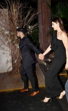 Now that Anushka and Virat are rumoured to be getting engaged in we are hoping to hear an official announcement by them both soon. - 15 pictures of Virat Kohli and Anushka Sharma that prove they are marriage ready Anushka Sharma Virat Kohli, Virat And Anushka, Womens Fashion Stores, Online Fashion Stores, Bollywood Celebrities, Bollywood Fashion, Bollywood Action Movies, Mens Ethnic Wear, Best Horror Movies